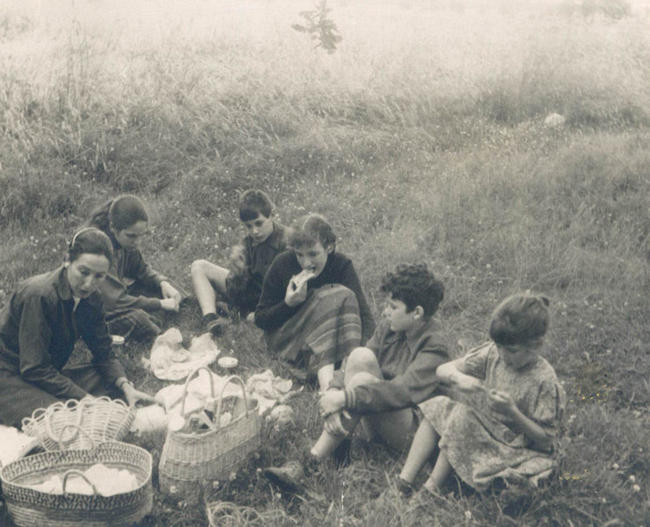 AL FRESCO: During the family's year in Paris, Nan and the children would gather for picnic lunches.