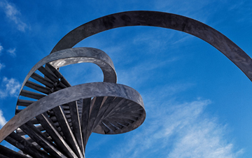 REACH FOR THE SKY: This steel sculpture of a DNA strand provides a focal point for the Centre for Life in Newcastle upon Tyne in northern England. Charles Jencks, the landscape architect who designed the sculpture, often takes his inspiration from genetics, fractals, and chaos theory.<br/><br/>Photo by Carlos Dominguez