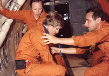FEATHERWEIGHT: During parabolic flights that induce a type of weightlessness, Charles Oman (center) and colleagues investigate the neurovestibular cues that trigger motion sickness. </br> Photo credit: NASA